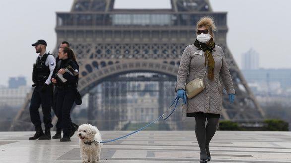 Франция вводит десятидневный карантин для туристов из пяти стран