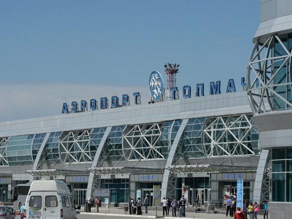 В Новосибирске совершил экстренную посадку Boeing 787: у пилота случился инсульт