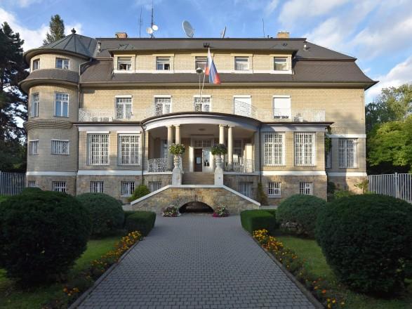Конфликт Праги и Москвы: в Брно испортили стены консульства России