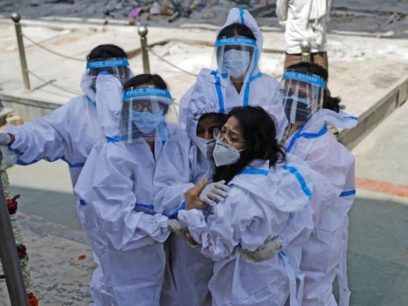 """Пожар в """"ковидном"""" госпитале в Индии унес жизни 12 человек"""