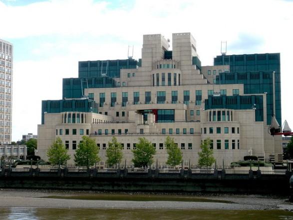 """Глава британской разведки назвал Россию """"объективно слабеющей"""" страной"""