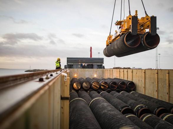 """Российское судно продолжило укладку труб для """"Северного потока-2"""" в водах Дании"""