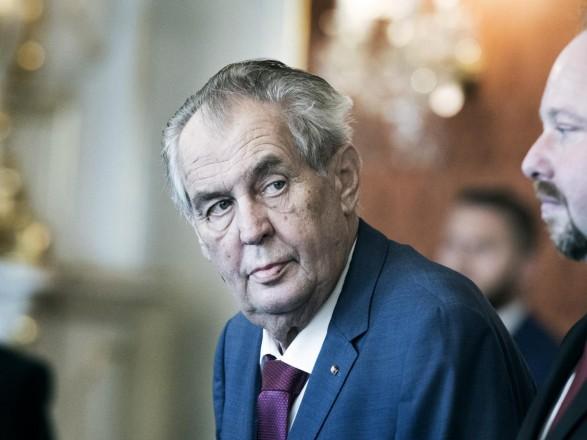 Чешские сенаторы проведут консультации перед выдвижением Земану обвинений в госизмене