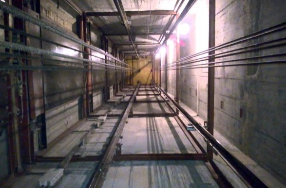 В Одессе в доме оборвался лифт с восемью людьми: полиция начала расследование