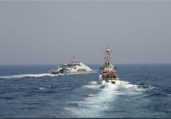 В Персидском заливе американский корабль открыл огонь из-за иранских катеров
