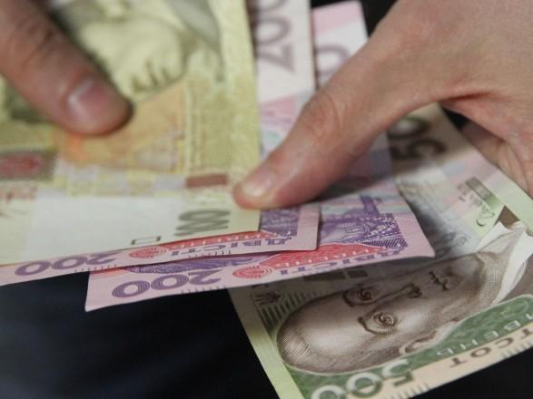 Средняя зарплата за месяц выросла на тысячу гривен