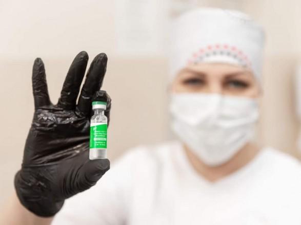 В Украине за сутки привили от коронавируса 70 тысяч человек
