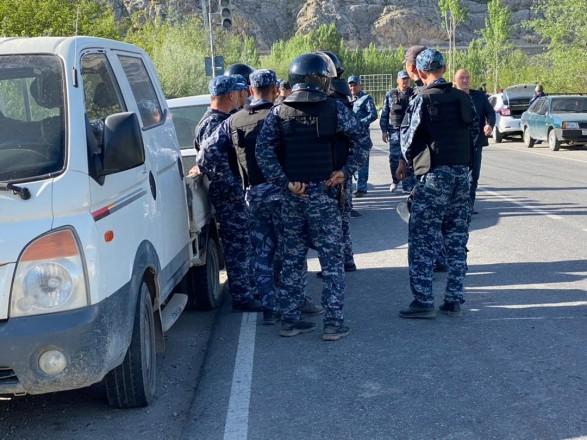 На границе Кыргызстана и Таджикистана произошли столкновения: обе стороны забрасывали друг друга камнями и устроили стрельбу