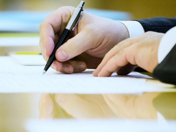 Президент Украины назначил послов в четырех странах