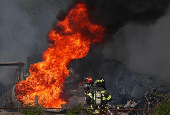 На химзаводе в США вспыхнул пожар, население прилегающих районов эвакуируют