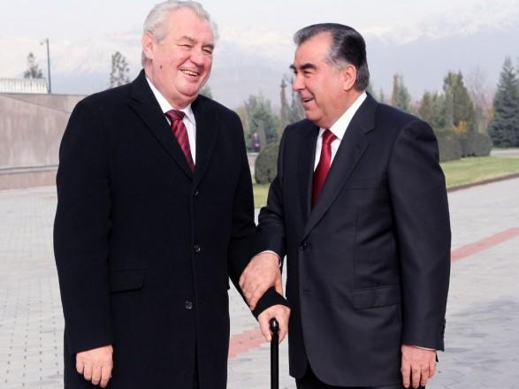 Чешские правоохранители изучают визит Земана в Таджикистан в рамках расследования взрывов на складах