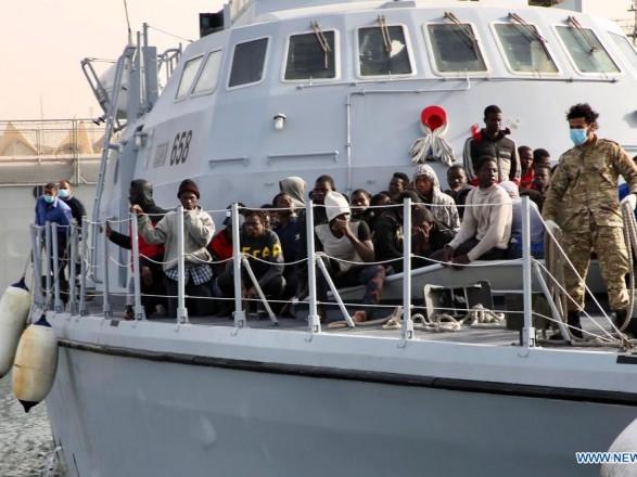 Из Средиземного моря спасли почти 100 нелегальных мигрантов