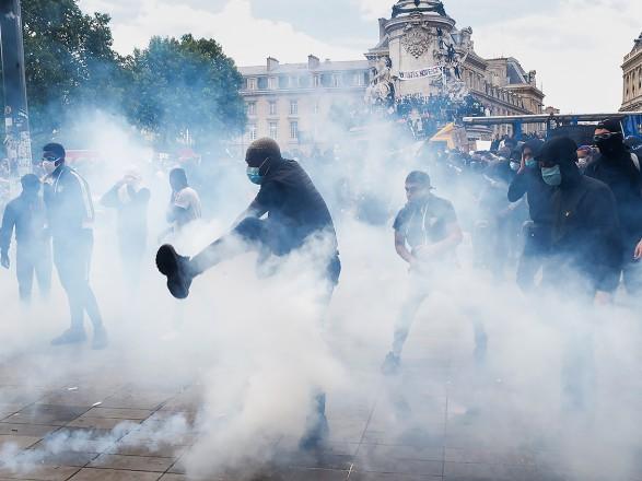 Первомайская демонстрация в Париже переросла в с тычки с полицией