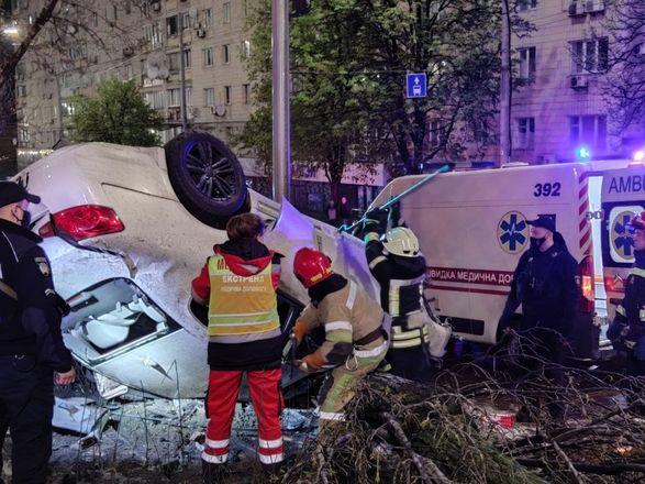 Пришлось вырезать тело из разбитого авто: из-за пьяного водителя в ДТП погибла 18-летняя девушка