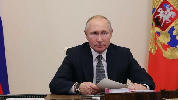 """Путин ввел штрафы за цитирование СМИ - """"иноагентов"""" без указания статуса"""