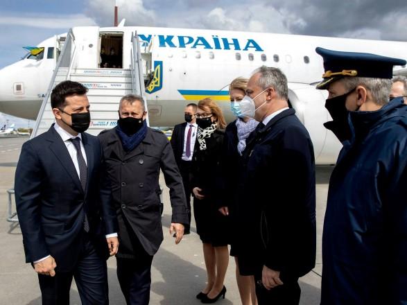 Зеленский прибыл в Варшаву на переговоры с Дудой