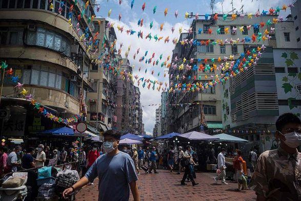 Гонконг сократит обязательный карантин для полностью вакцинированных путешественников