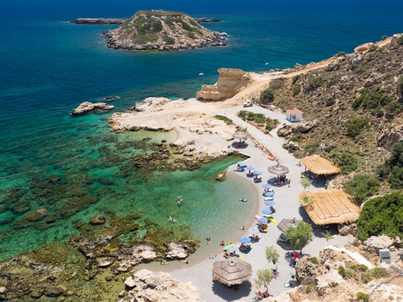 Ослабление карантина в Греции: сегодня возобновляют работу пляжи
