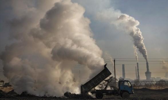 Китай выбрасывает в атмосферу больше парниковых газов, чем все развитые страны мира