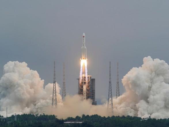 Обломки китайской неуправляемой ракеты упали в Индийский океан