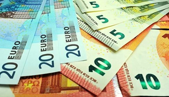 В Еврокомиссии планируют запретить расчеты наличными на сумму более 10 тысяч евро