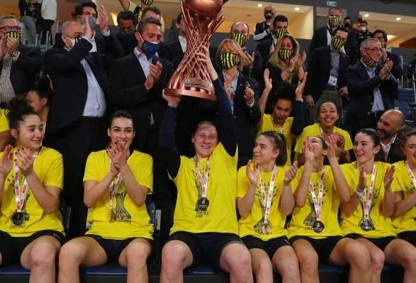 Капитан сборной Украины по баскетболу стала трехкратной чемпионкой Турции