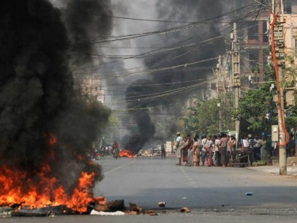 В результате взрыва бомбы в Мьянме погибли два человека, есть раненые