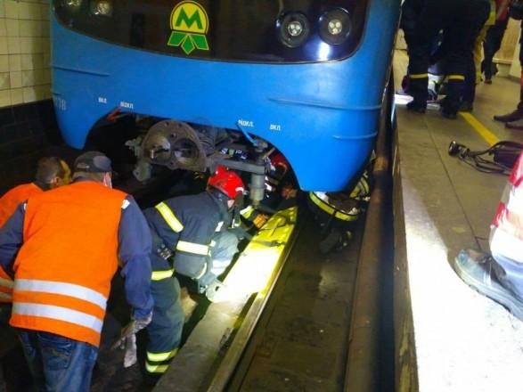 Метро Киева возобновило работу после попытки суицида пассажира