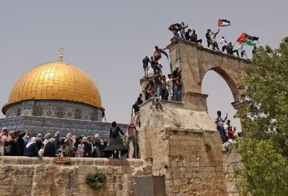 На Храмовой горе снова столкнулись палестинцы и полиция: задержаны более десятка человек