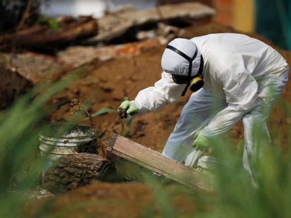 В Сальвадоре в саду бывшего полицейского нашли восемь тел