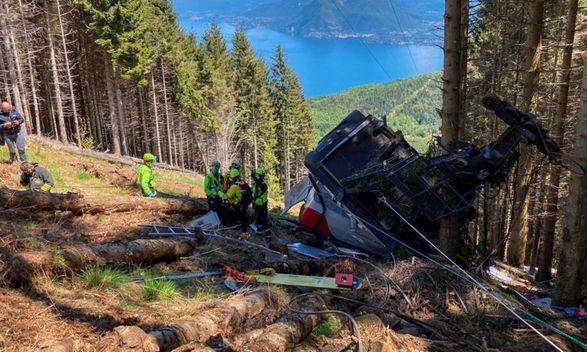 Обрыв канатной дороги в Италии унес жизни по меньшей мере 9 человек