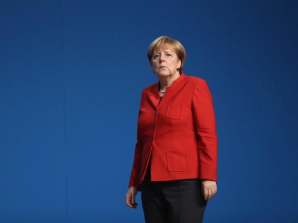 Меркель поговорит с Путиным о роли России в захвате самолета в Минске
