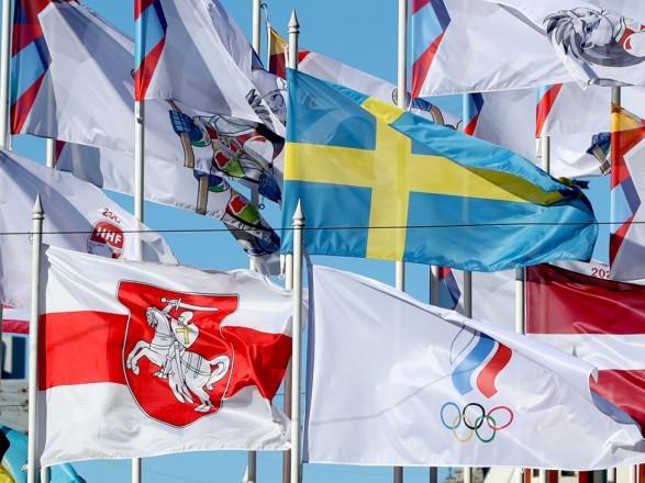 В Риге кроме флага Беларуси - флаг России заменили флаг ОКР: Москва отреагировала