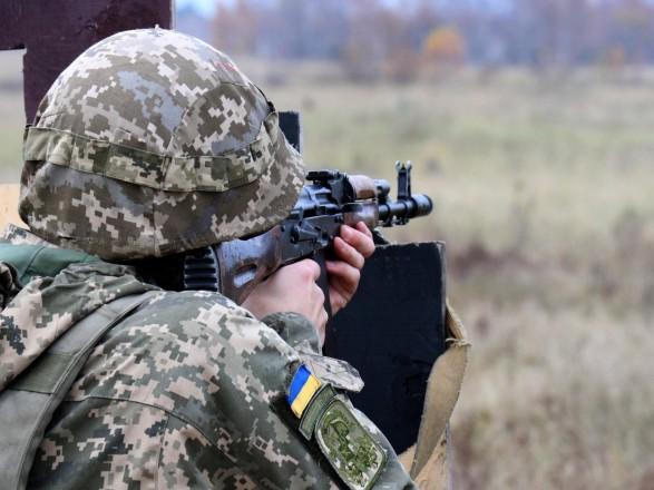 ООС: зафиксировано пять обстрелов со стороны боевиков, один боец ранен