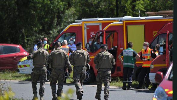 Во Франции исламист напал на женщину-полицейскую: жертва находится в критическом состоянии