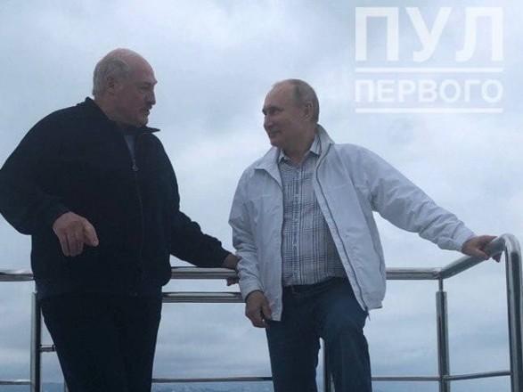 """Путин и Лукашенко встретились на яхте: якобы договорились о новых рейсах """"Белавиа"""" в РФ"""