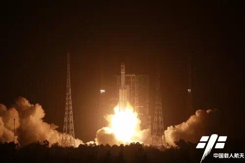 Китай запустил новое грузовое судно к модулю своей космической станции
