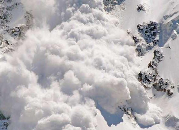 В Канаде из-за схода лавины погибли два человека