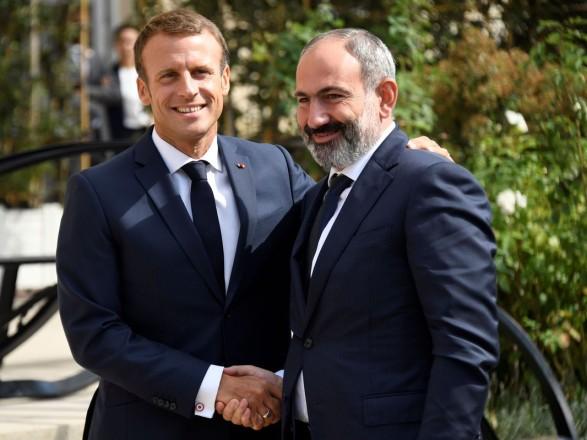 """Визит Пашиняна во Францию: Ереван поблагодарил за """"дружественную позицию"""" Париж, Макрон пообещал восстановить мир в регионе"""