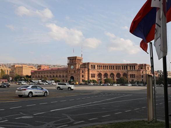 Армения сообщила о приостановке работы трехсторонней комиссии с Азербайджаном и РФ