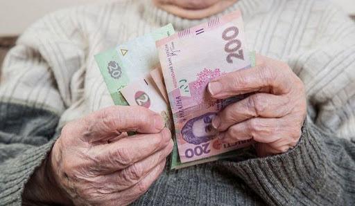 В Украине отменили обязательный перевод выплат пенсий на карточки с 1 сентября