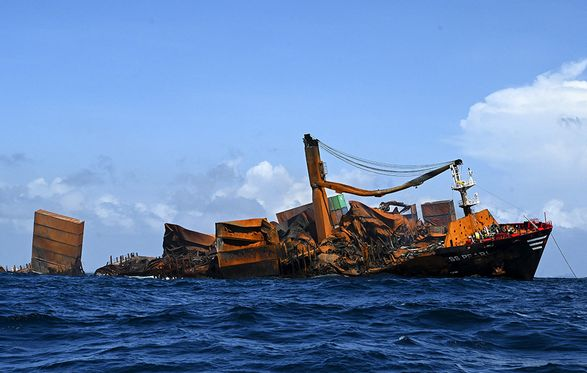 Судно X-Press Pearl утонуло у Шри-Ланки: на восстановление региона пойдут десятки лет
