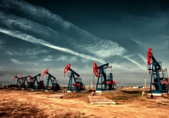 Нефть растет в цене третий день подряд на ожиданиях увеличения спроса