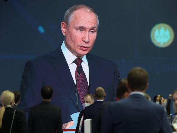 Путин обвинил США в использовании доллара в политических целях