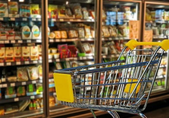 В Беларуси ввели регулирование цен на основные продукты питания