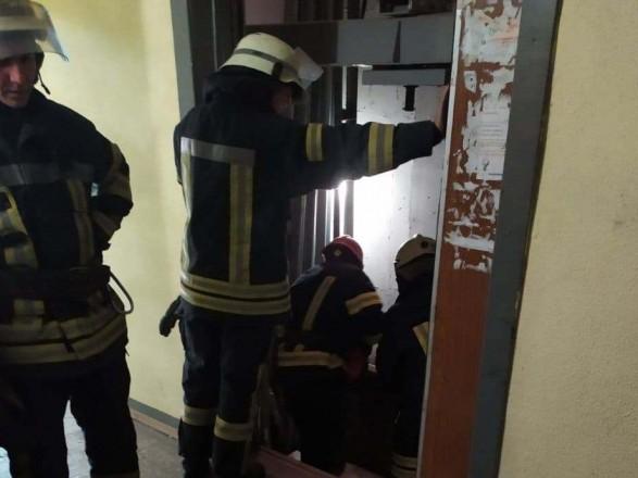 В столичной многоэтажке оборвался лифт. Погиб мужчина