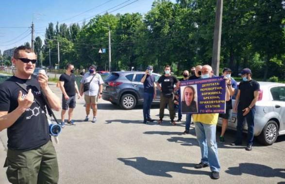 Что скрывает Мирошниченко: возле отеля скандального экс-нардепа прошла акция протеста - СМИ