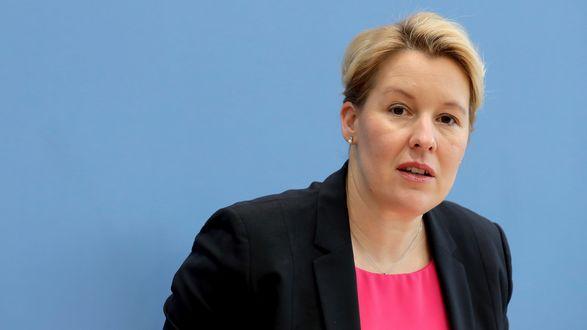 Бывшего министра семьи Германии лишили докторского звания из-за плагиата