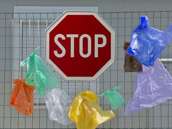 Пластиковые пакеты в Украине запретят перед зимними праздниками
