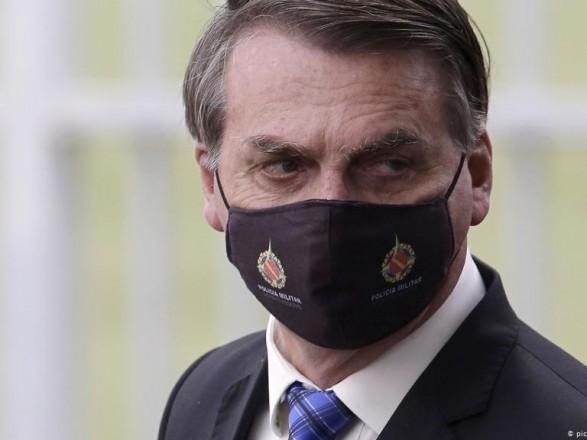 Бразилия планирует разрешить вакцинированным людям не носить защитные маски